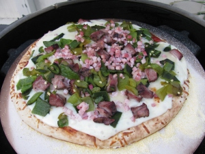 Ham, steak and pepper pizza